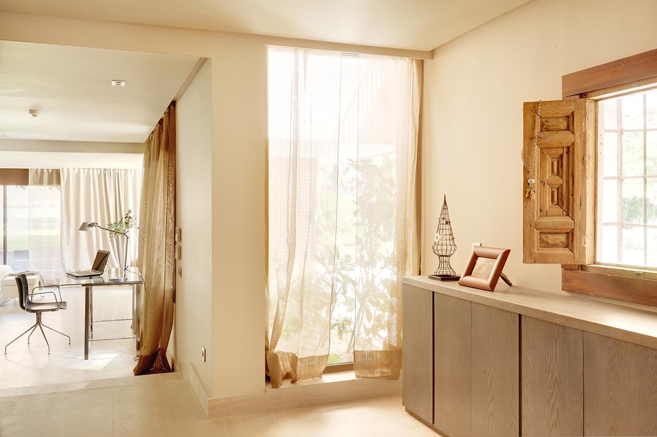 8-Zona-de-vestidor-desde-entrada-a-dormitorio