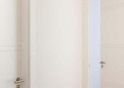 Encimera-cajón y balda en DM lacado  Diseño puertas y jambas